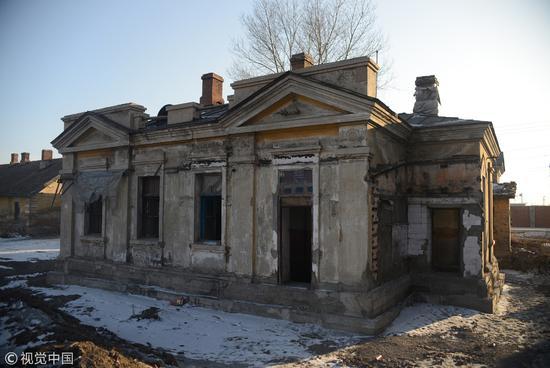 黑龙江绥化,中东铁路旁边的百年老房子 / 视觉中国