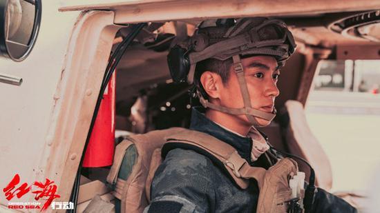 杜江化身最帅爆破手 《红海行动》彰显硬汉魅力