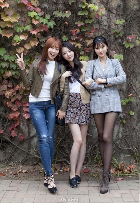 韩国LOL星际2美女主持李贤京专访:快奔三了很烦恼