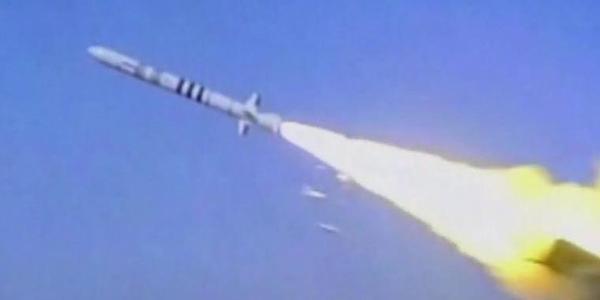 东风10陆基巡航导弹三连射
