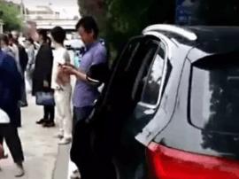 靖江一路边轿车突然开门 摩托车驾驶员被撞致死