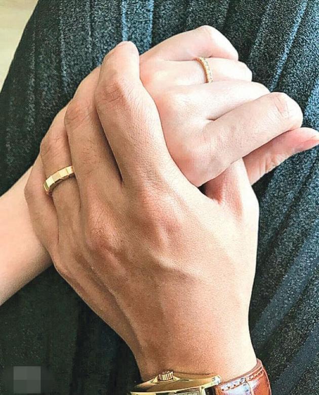 熊黛林结婚一周年绑牢老公 晒婚戒放闪