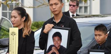 美枪击案华裔遇难少年获全军礼安葬
