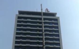 广告牌|郑州火车站地区违规楼顶标识招牌4月初将