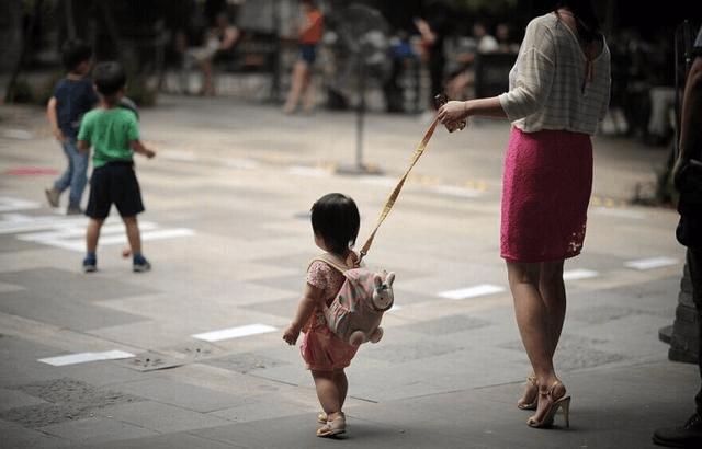 遛娃师专门陪孩子玩就能月入万元