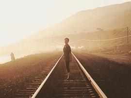 国家地理触众怒:发铁轨人像照片遭全球摄影师炮
