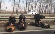 6人抢车被特警持枪围捕