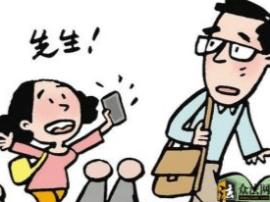 沁莲社区徐老伯:倒垃圾捡到钱包 一大早专门送还给失