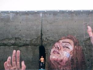 创意壁画会随潮汐变化呈现不同模样