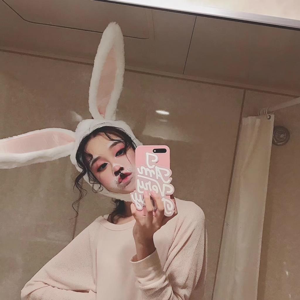 黄一琳扮兔女郎自拍超萌 坑爹女主也坑自己