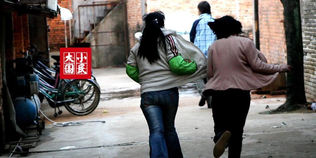 大国小民丨打工女孩日记:工厂里的未成年妈妈们