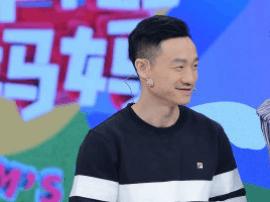 杨威透露双胞胎性别是女孩:将老婆一起吃月子餐