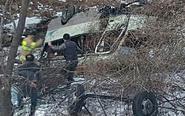 韩军大巴坠深谷 22人受伤