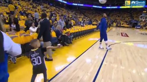 【影片】Curry狀態幾乎完全恢復參與賽前熱身 輕鬆中LOGO SHOT-Haters-黑特籃球NBA新聞影音圖片分享社區