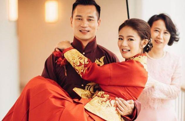 37岁安以轩闪嫁富豪CEO 被曝当后妈