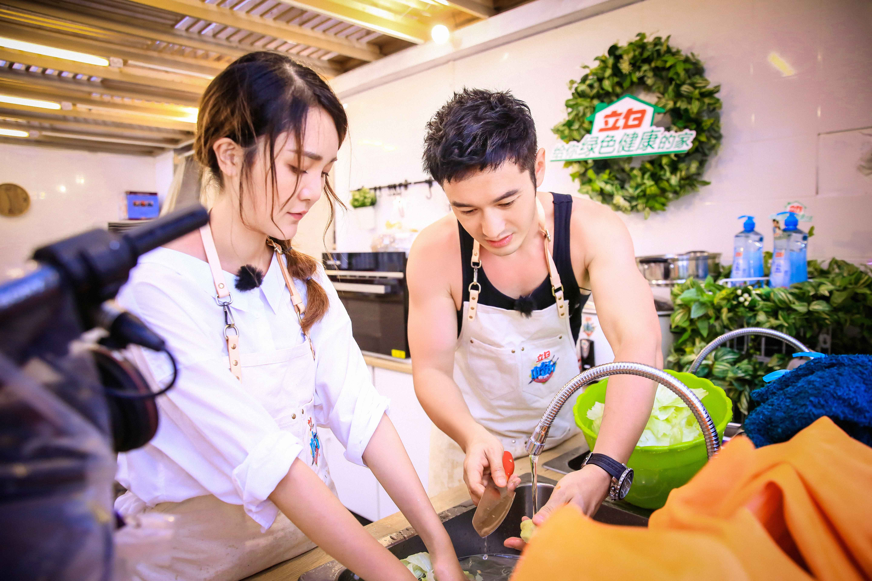 《中餐厅》黄晓明采购一次性环保餐盘