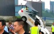 女子驾考时错把油门当刹车