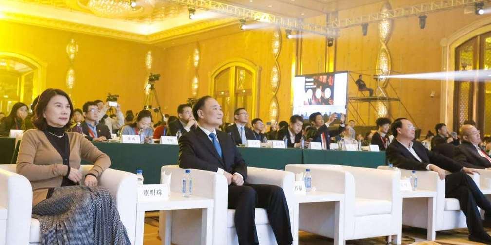 企业家的新时代  看刘东华、董明珠怎么说
