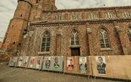 法国候选人海报遭涂鸦
