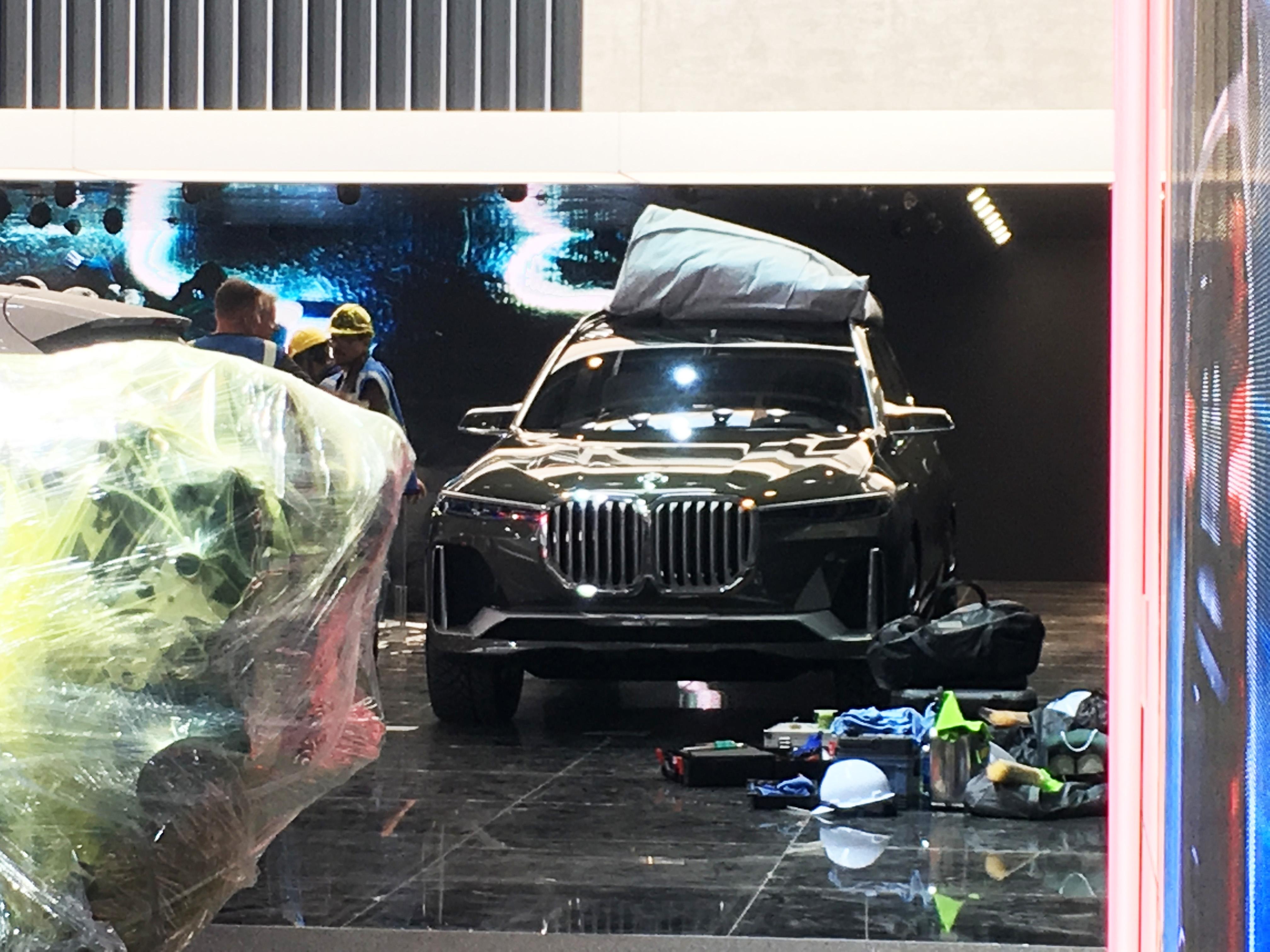未来家族杠把子 宝马X7概念车展前曝光