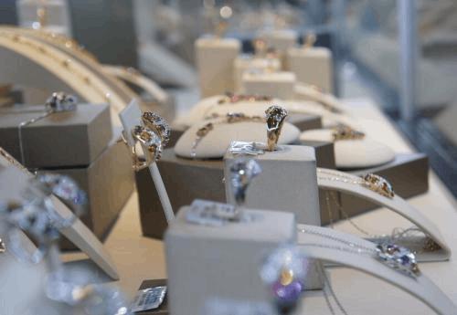 珠宝行业资本意识萌芽 上市并购或将加速