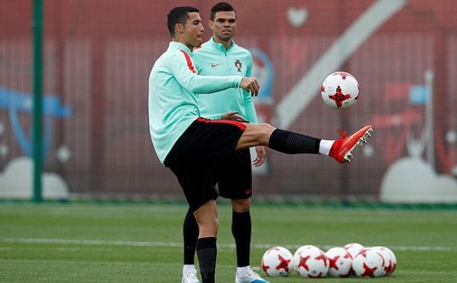 葡萄牙轻松备战智利 C罗练脚法