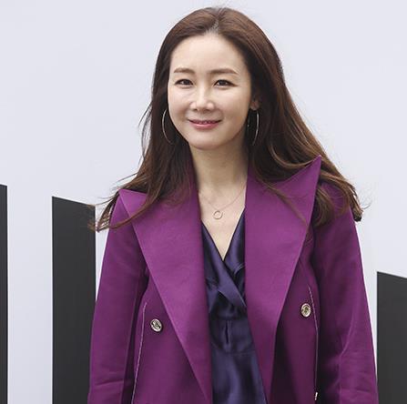 崔智友宣布今日结婚 与圈外男友相恋一年