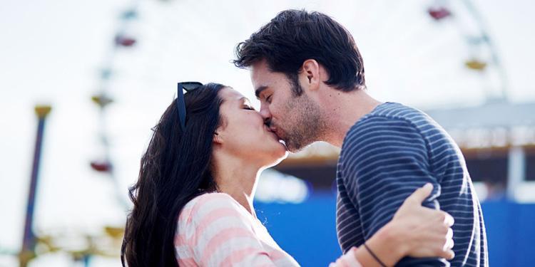 双语阅读:科学研究揭示人类为什么要接吻