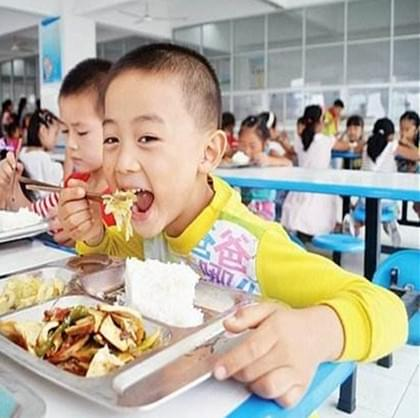 看看石家庄各学校学生的午餐吃什么