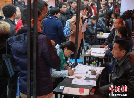 """武汉:大学毕业生购房""""打八折"""" 本科年薪最低5万"""