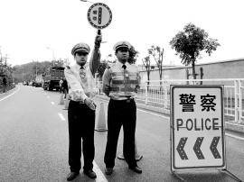 三水一司机遇盘查驾车逃逸 警察紧追抓获