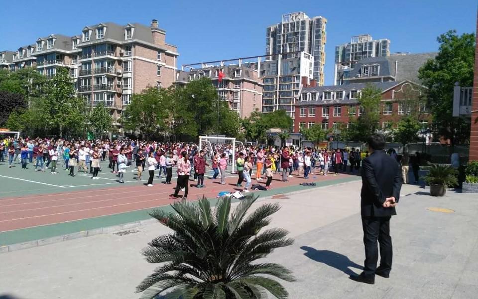 近百名家长走进校园,与学校一起助力孩子成长