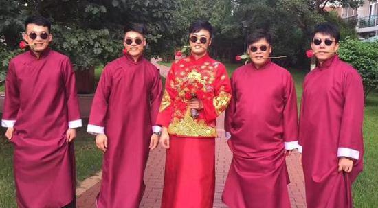 《乡爱》演员金鸿鸣大婚 师父赵本山题字祝贺
