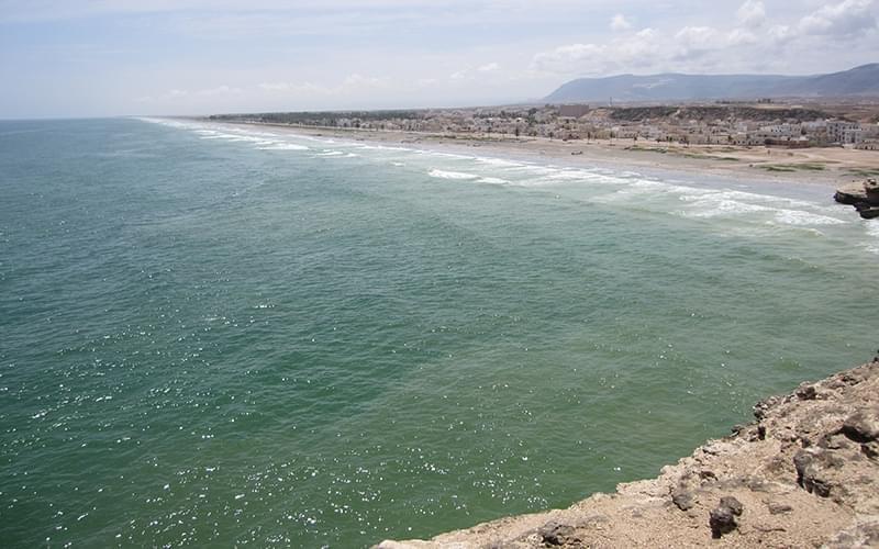 阿曼湾漫长的海岸线