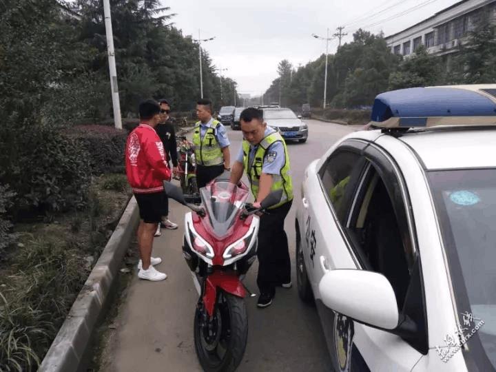 赤壁2名未成年人视交通法律为儿戏 无牌无证驾驶摩托车