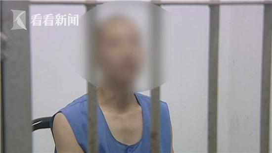 今日之声:四男子穿日军制服在上海四行仓库拍照