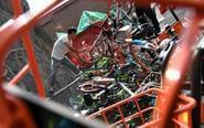 """共享单车被丢 """"池满为患"""""""