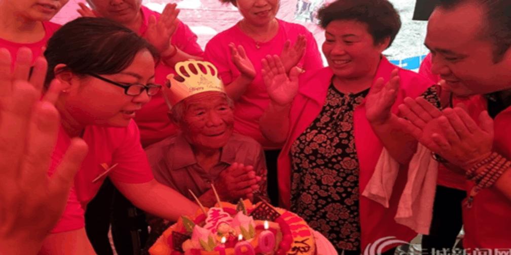 运城敬老服务志愿者协会为百岁老人庆生
