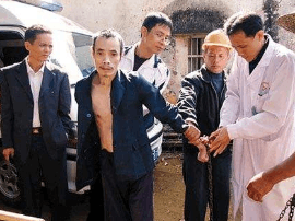 男子桂林路拿着铁链到处抡 民警出动将其送至精神病院