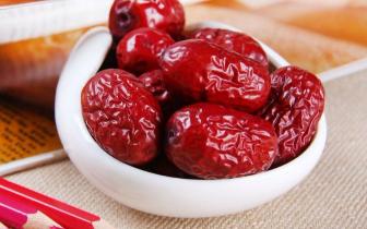 红枣味甘性温、归脾胃经,有补中益气、养血安神