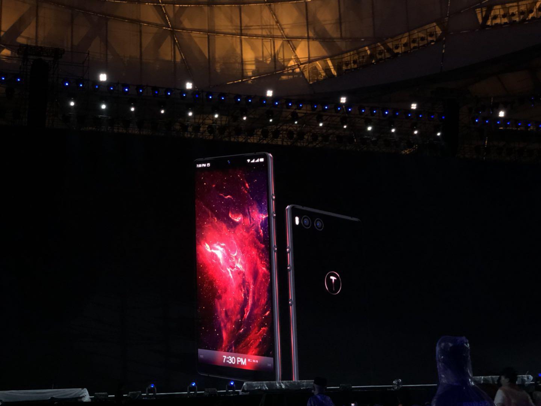 罗永浩称未来锤子手机无论中低高档都叫坚果
