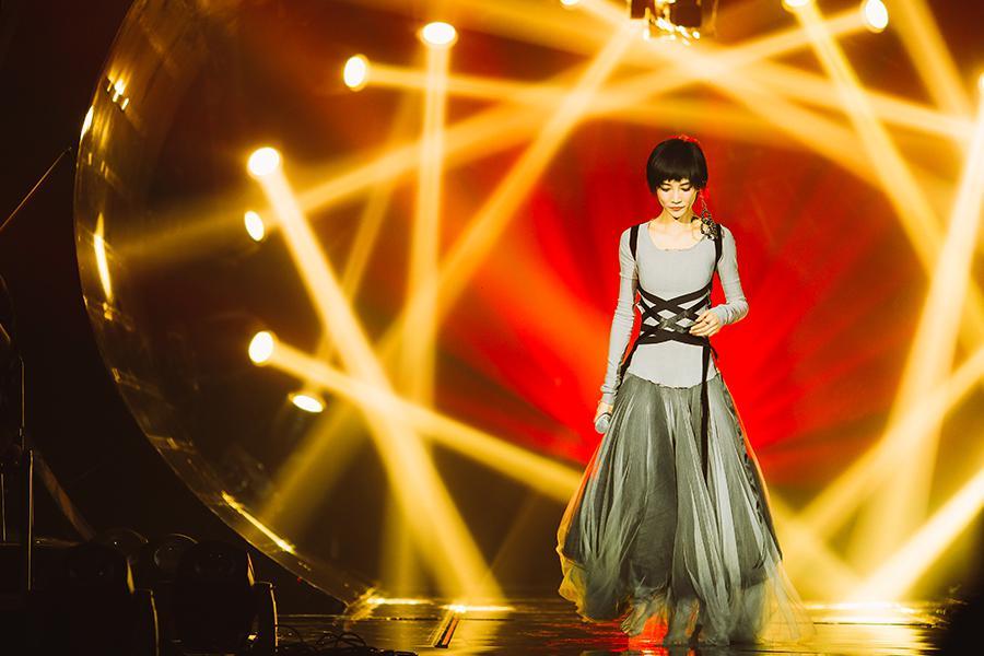 苏诗丁重返《歌手》化身音乐剧女主角