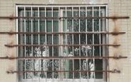 惠州男子偷潜入屋 被房东焊死门窗饿9天