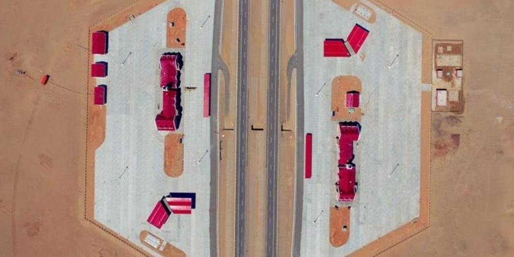 大漠变通途——世界最长的沙漠高速