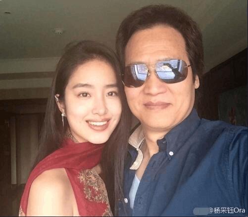 24岁谋女郎公开认爱刘亦菲干爹 怒怼网友:脑子