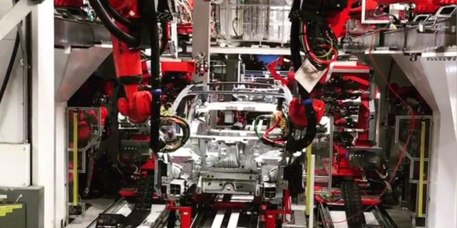 Model 3产能瓶颈:供应商暗示12月生产目标下调40%