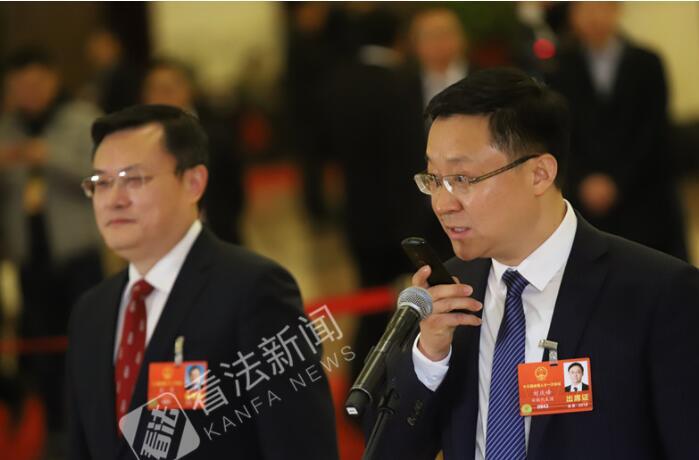 人大代表刘庆峰:机器人帮孩子减少无效学习时间