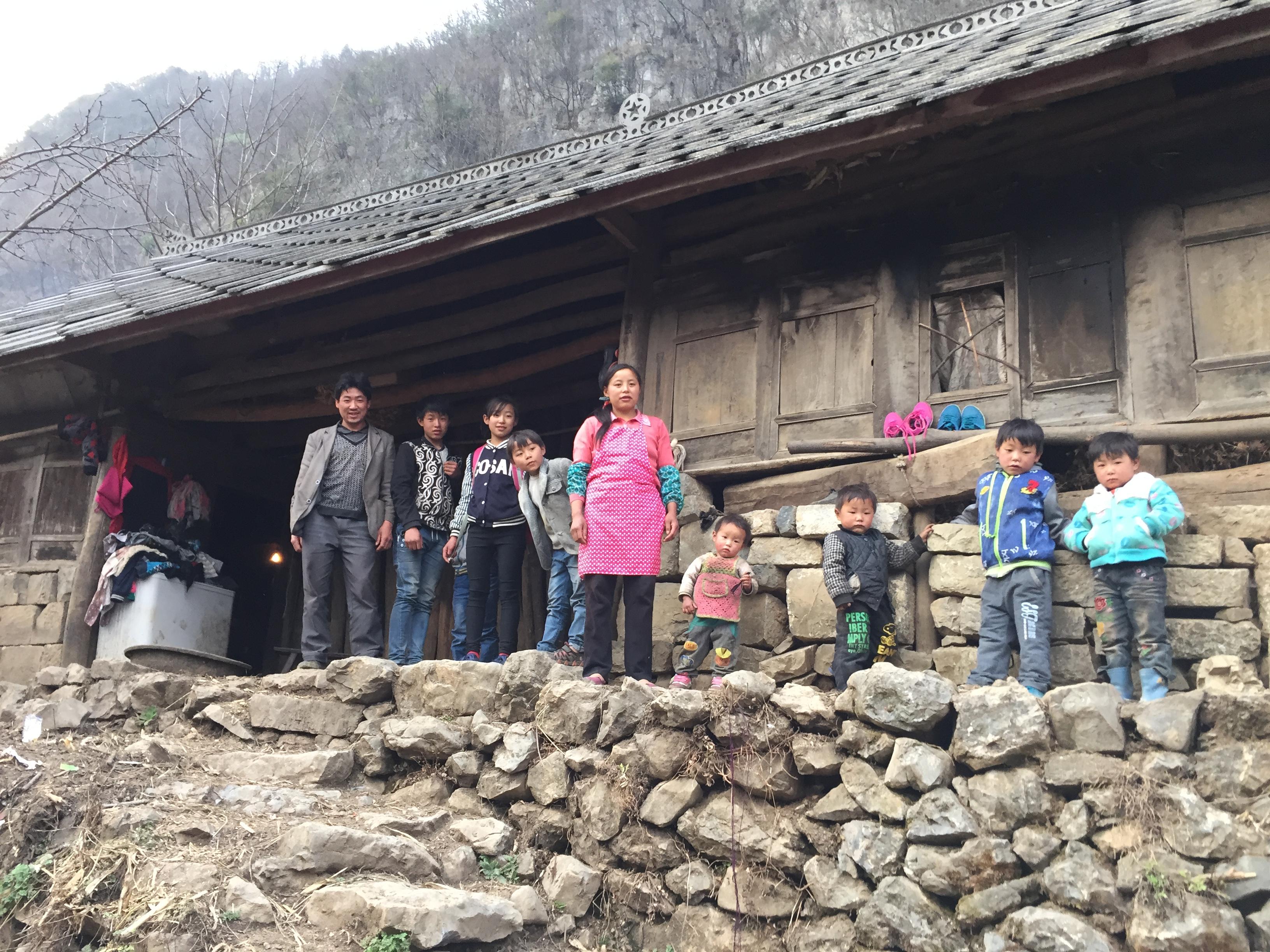 赵海兄妹放学后,团聚的一家人 作者供图