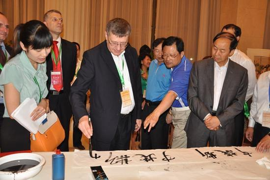 各国使节参加中国传统文化艺术展