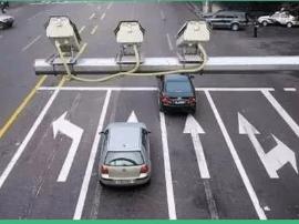 等红灯时候停车压线算不算闯红灯?